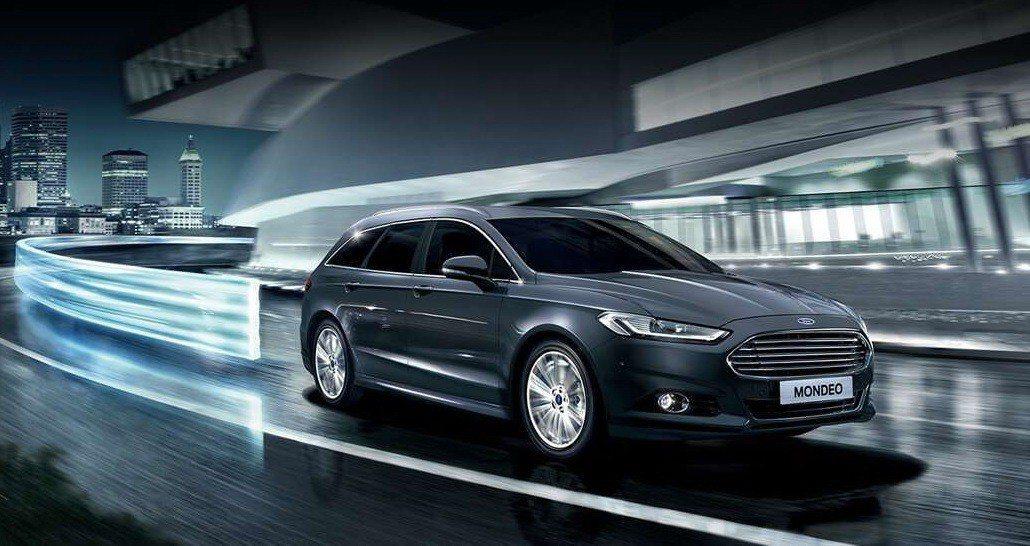 Ford Mondeo配備的主動式LED智慧頭燈整合了自動遠光燈(Automat...