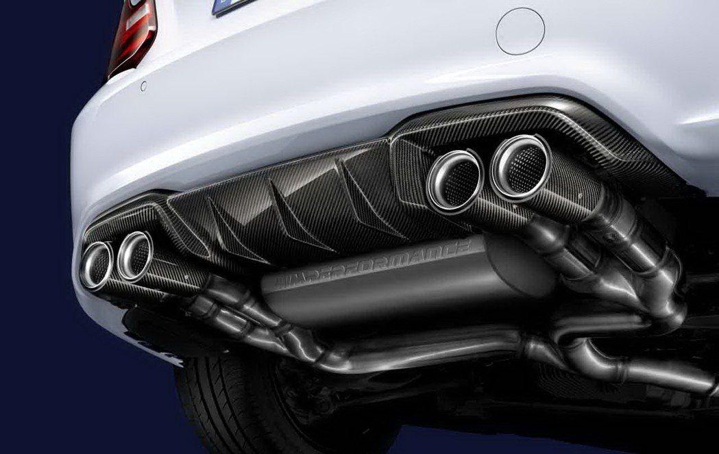 升級加裝M Performance排氣管套件(價值16.2萬元,M Performance碳纖維後保下分流翼需額外選配)。 圖/汎德提供
