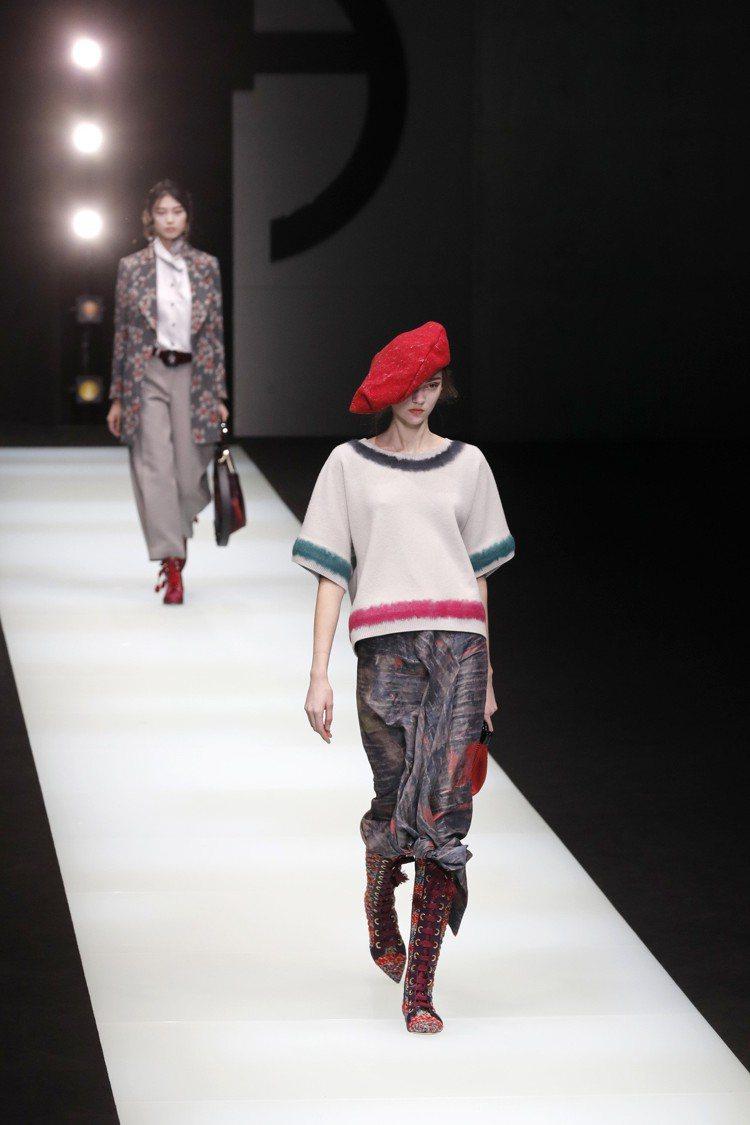 即便有不少男裝元素,但優雅的女性風采仍是本季Giorgio Armani的重點設...