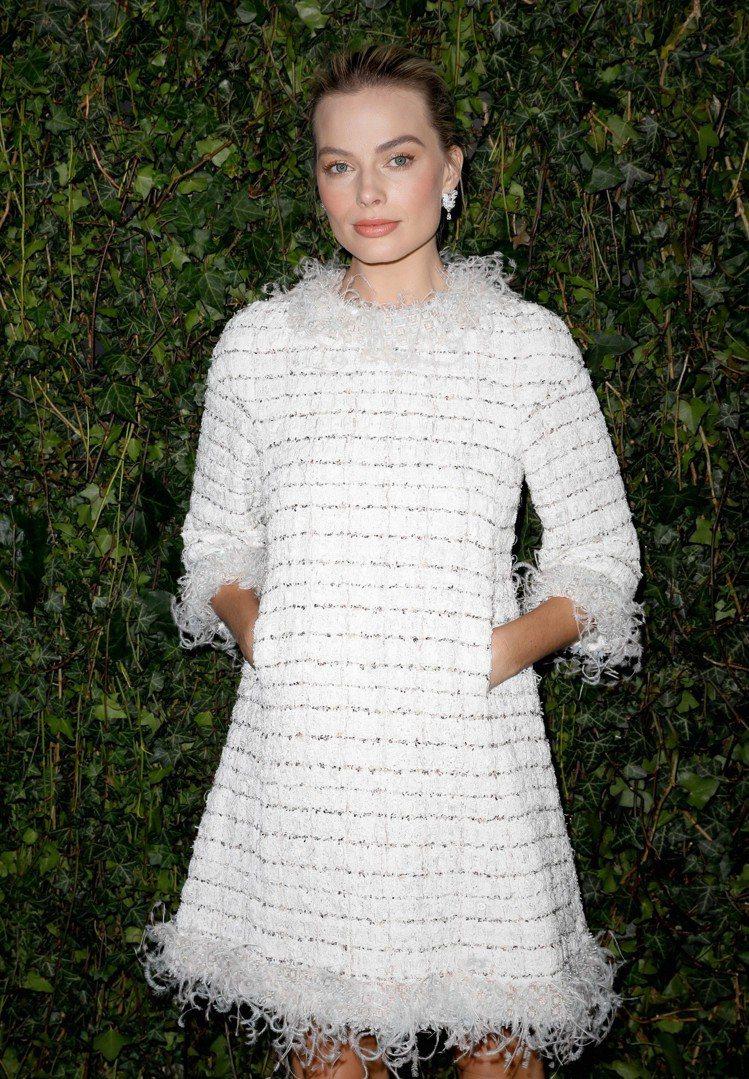 瑪格羅比出席香奈兒與Charles Finch共同舉辦的英國電影學院獎典禮前晚宴...