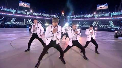 韓團EXO今晚以表演嘉賓身分登上平昌冬奧閉幕式,他們對國家級演出相當謹慎,不僅舞蹈全新編排,事前也全員出席記者會,並在「Meet&Greet」活動中與各國奧運選手們見面。而他們晚間以「舞蹈擔...