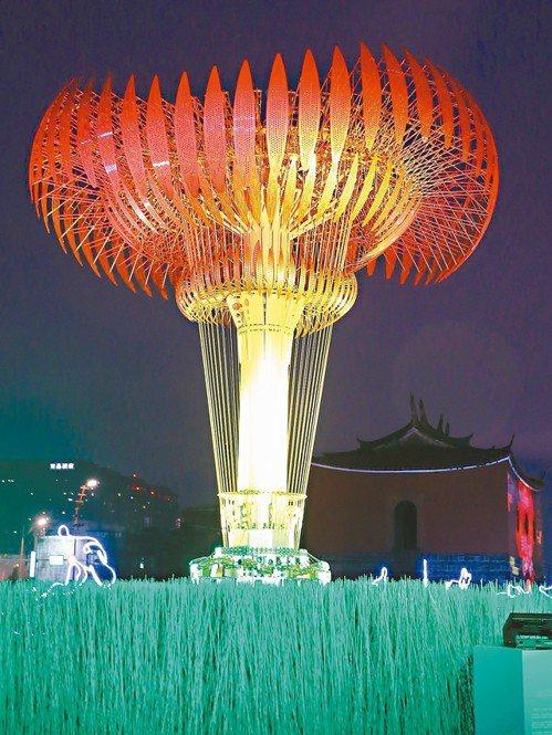 世大運聖火台在這次台北燈會中,成為第二主燈。 記者許正宏/攝影