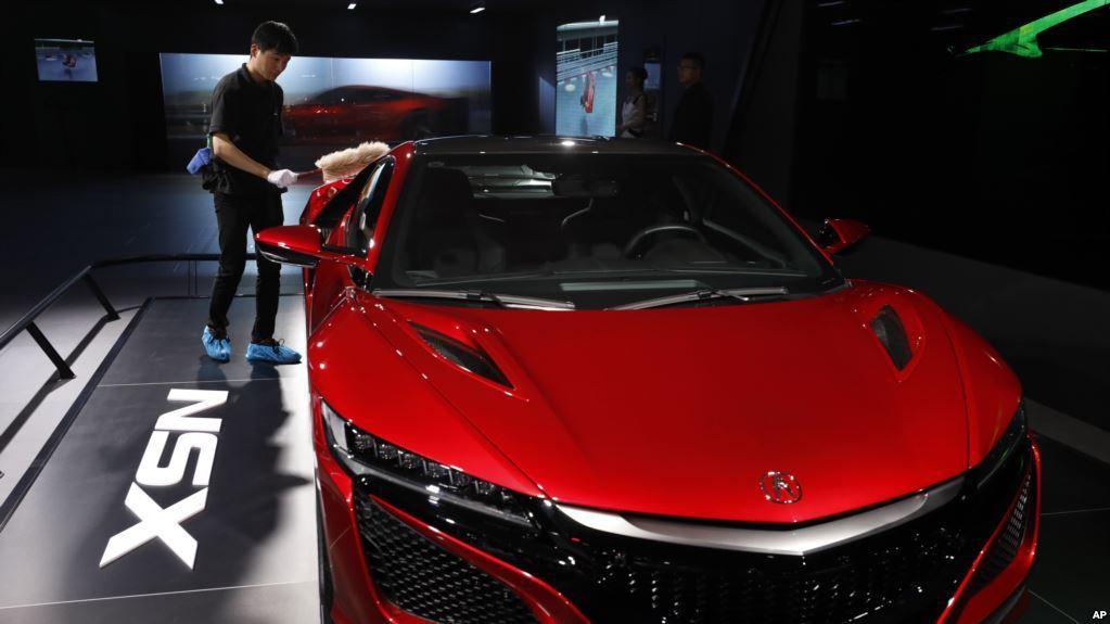 大陸迅速搶占電動車市場,並積極爭取電池原料。圖/取自美國之音中文網