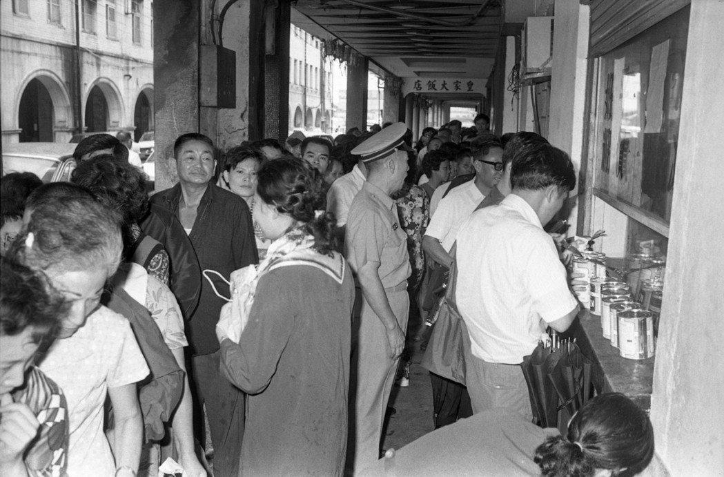 1973年台灣物資局為配合經濟部穩定民生日用品價格措施,開始供應味精、毛巾、牙膏...
