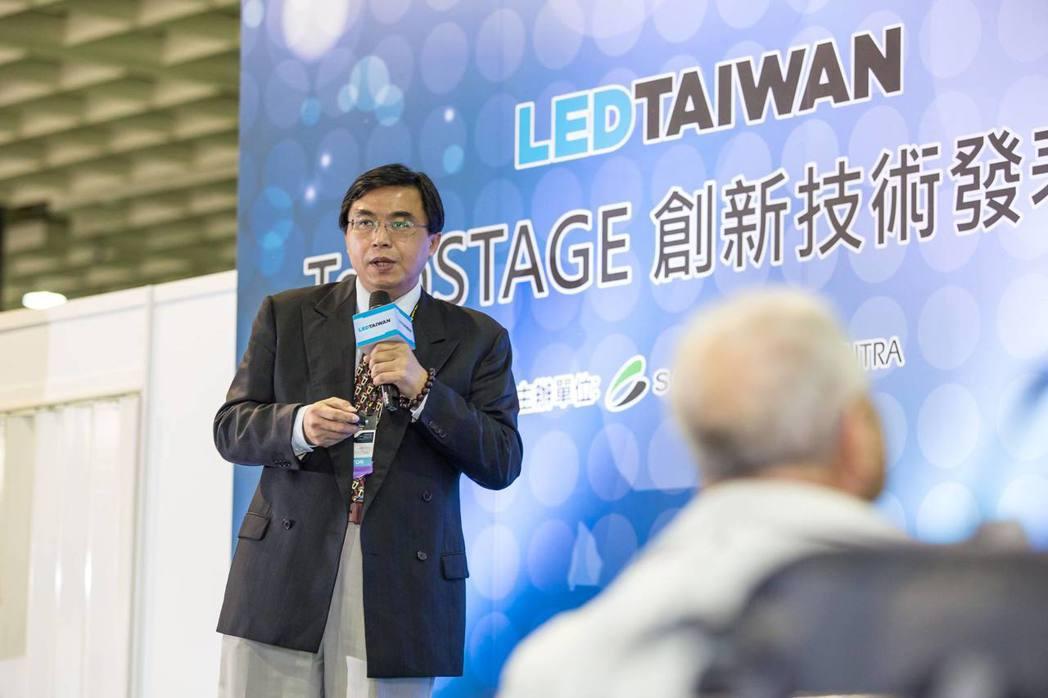 京碼公司董事長李俊豪博士解說新產品的特色。 京碼公司/提供