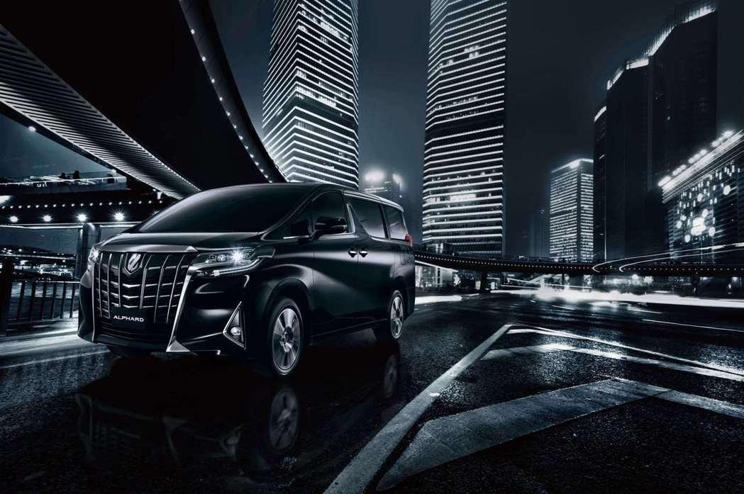 全新改款的ALPHARD,以兼具霸氣與動感的嶄新外觀,再次樹立奢華美學的設計典範。 圖/和泰汽車提供