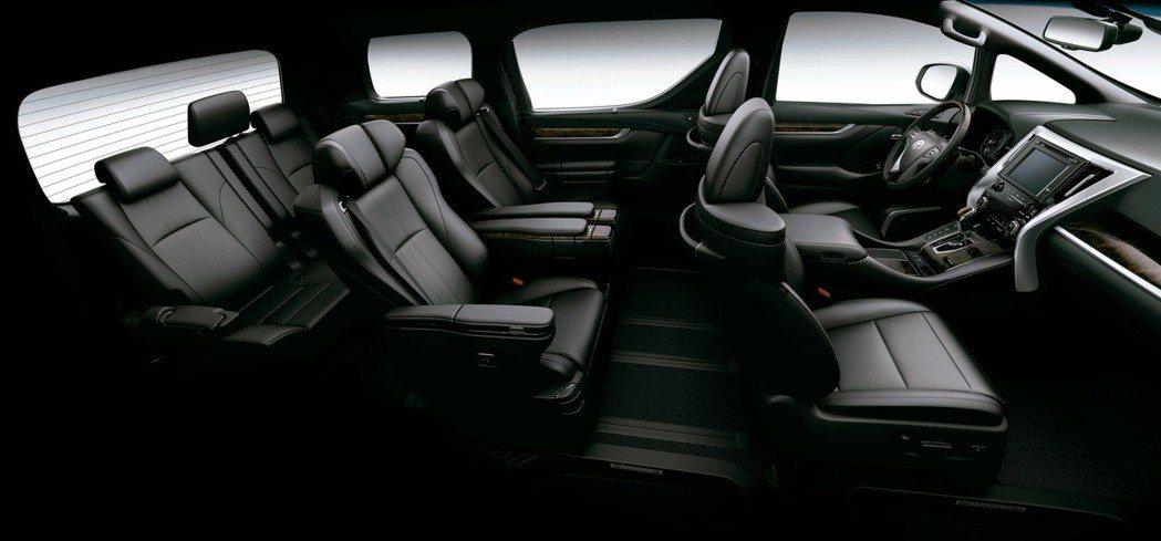 全新ALPHARD全車座椅採用Semi-Aniline頂級真皮包覆,提供絕佳支撐...