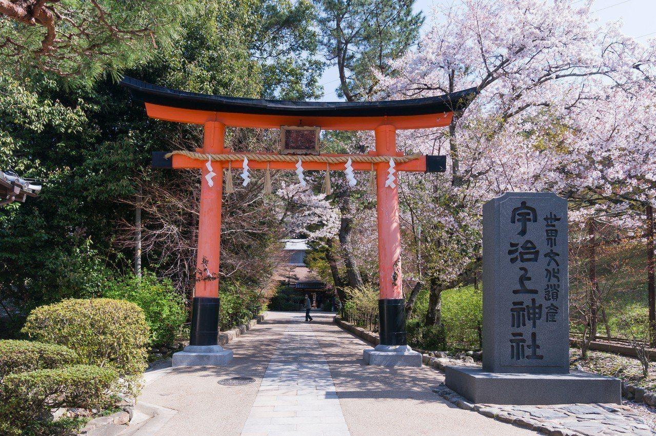 宇治上神社被列為世界文化遺產,內供奉有三位天皇。有行旅提供