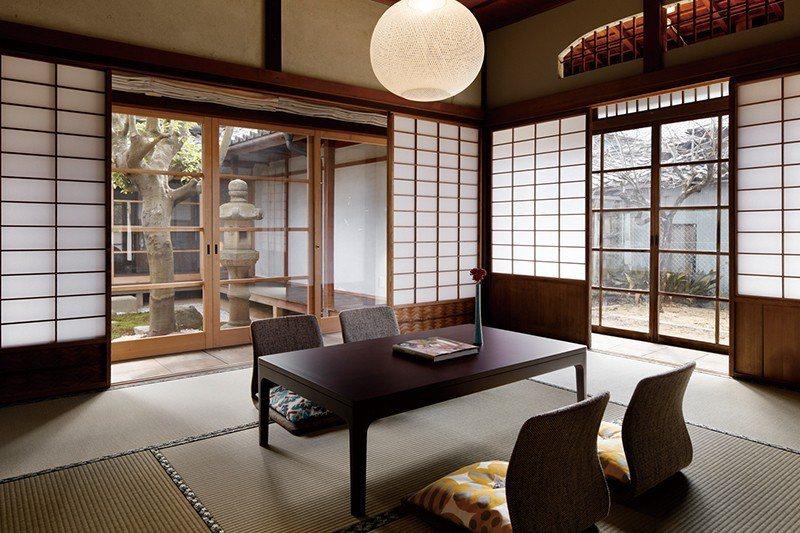 房內最大的特色是沒有時鐘與電視,讓人隔絕外界喧囂,享受片刻安寧。