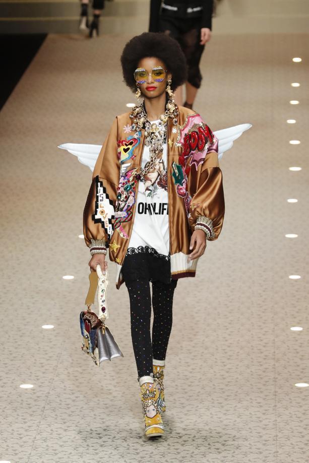 一樣有著街頭風格的影響,但能看到Dolce & Gabbana在2018秋冬加了...