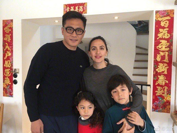 劉燁與妻子兒女。圖/摘自微博