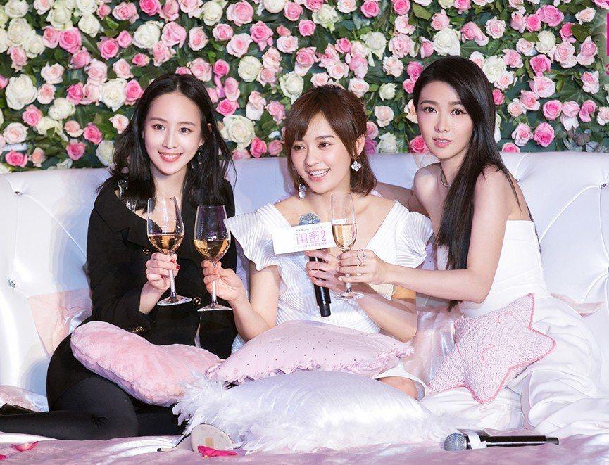 左起:張鈞甯、陳意涵、薛凱琪,出席「閨蜜2」北京記者會。圖/華映提供(  ※ 提...