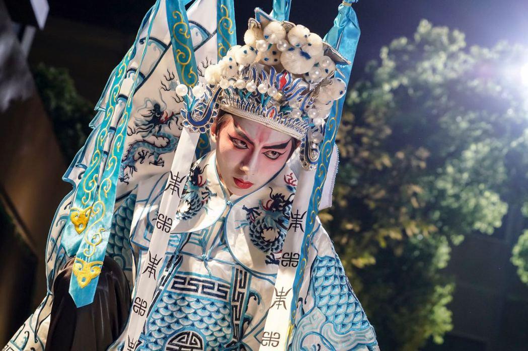 明杰在「終極一班5」中為「降妖伏魔」化身京劇扮相。圖/可米傳媒提供