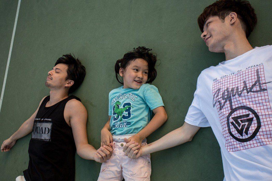江常輝(左)與張行在「是非」中上演「多元成家」。圖/CHOCO TV提供