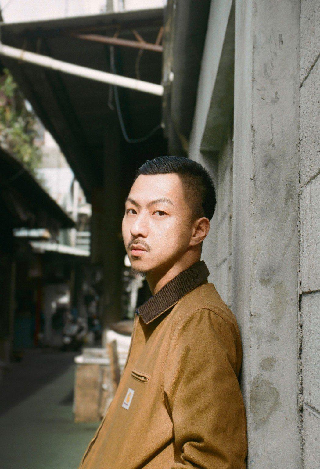 賴慈泓推出新歌「我的事不關你的事」。圖/混血兒娛樂提供