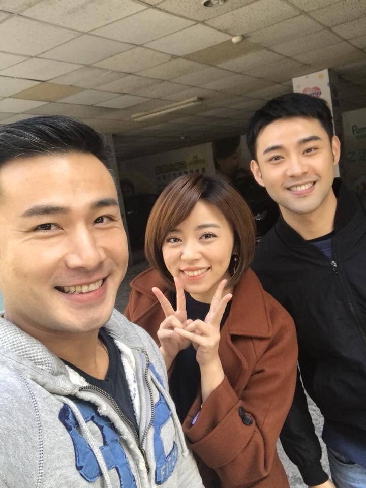 傅子純(左起)、王瞳、潘柏希演出「幸福來了」戲外感情超好。圖/民視提供