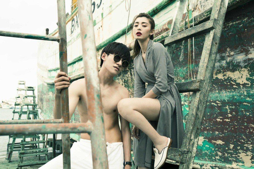 陳品延(左)裸上身拍攝夏如芝寫真書,雖然懼高還是咬牙撐過。圖/伊林提供