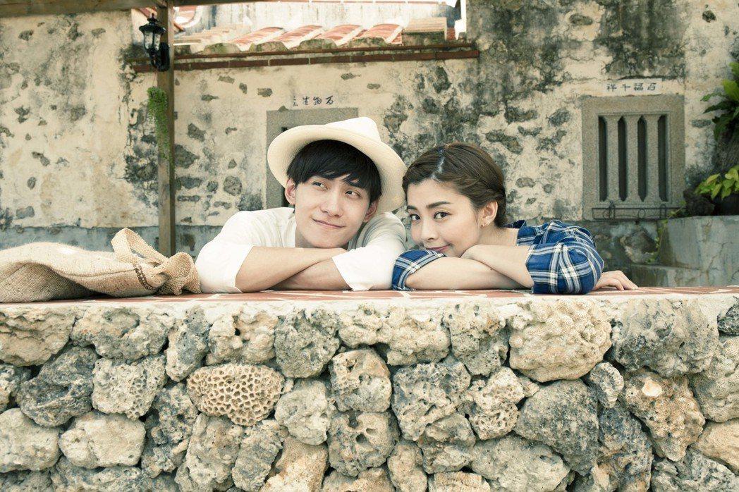 夏如芝(右)和師弟陳品延湊對到澎湖拍攝寫真書,畫面浪漫唯美。圖/伊林提供