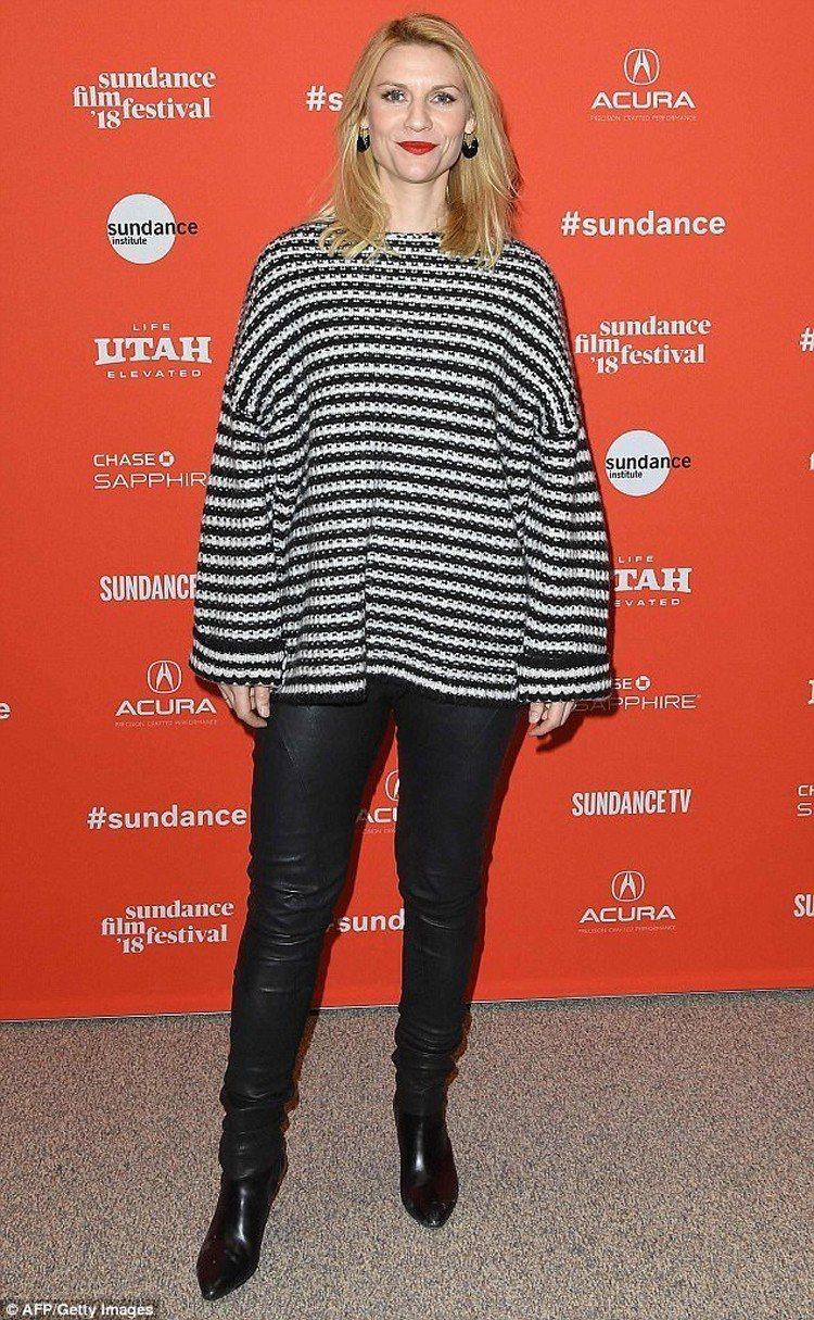 Claire Danes以AllSaints條紋上衣造型出席活動。圖/AllSa...
