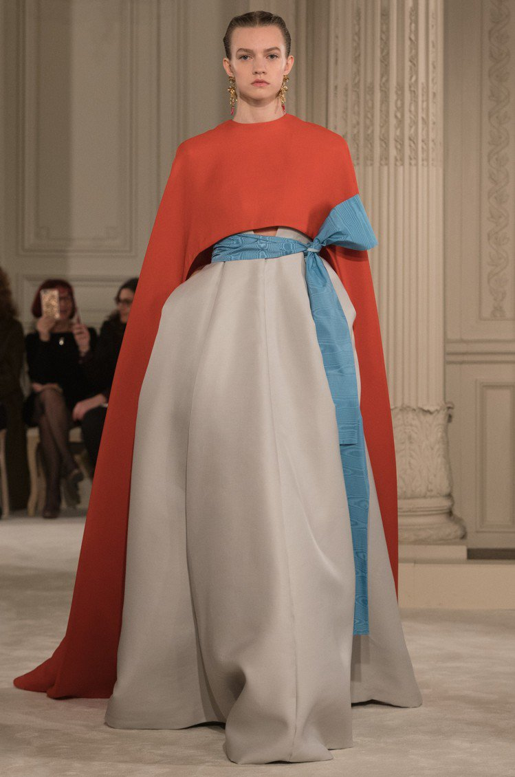 Valentino 2018春夏高級訂製服禮服系列以蝴蝶結細節增添經典魅力。圖/...