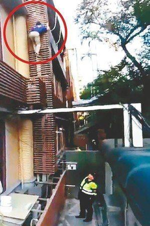 繆德生摔落畫面曝光。 圖/截自警方提供影片