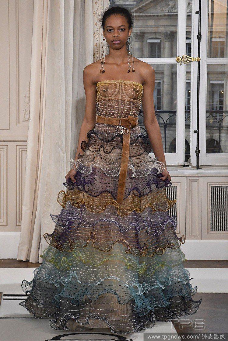Schiaparelli 春夏高級訂製服。圖/達志影像
