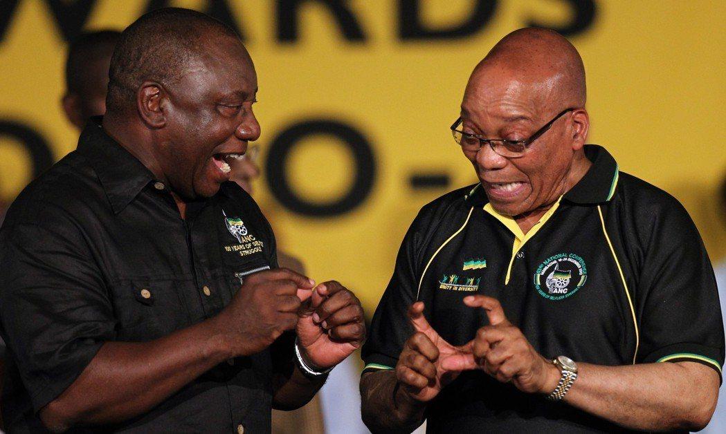 拉馬佛沙(左)去年底踢下祖瑪當上ANC黨魁,並於今年2月15日逼宮成功,接任總統...