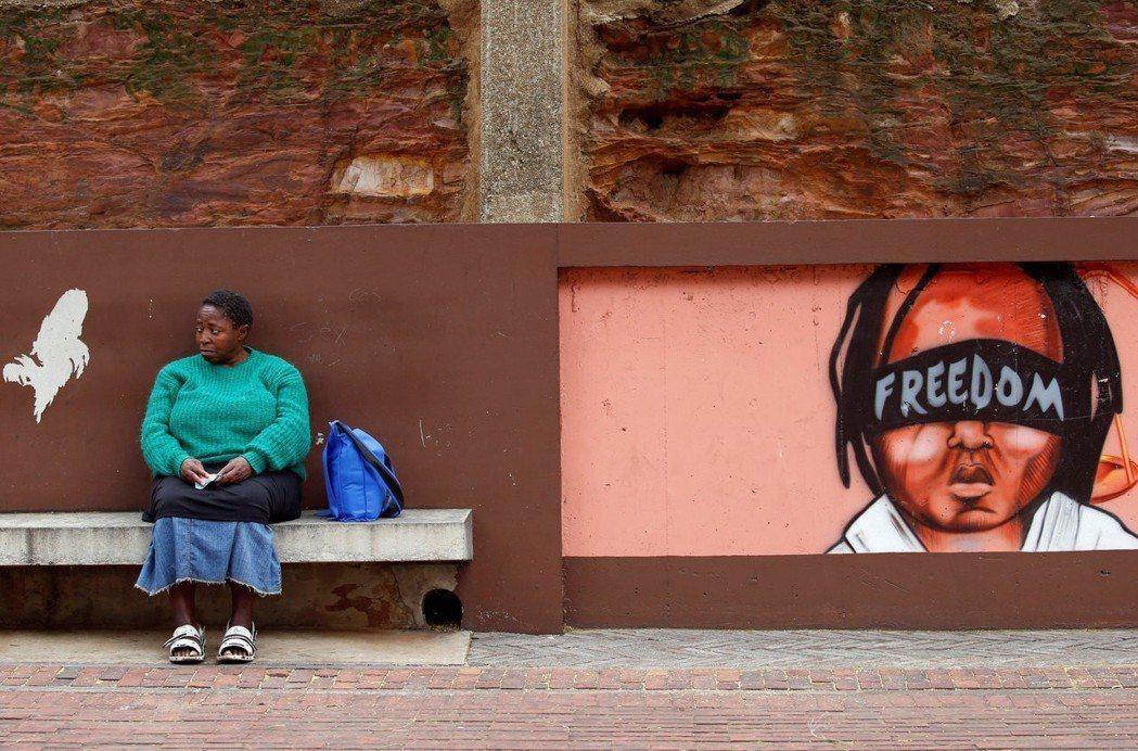 作為非洲最現代化的國家,南非公眾對政治的態度正快速擺脫過去部落長老制的侍從心態。...