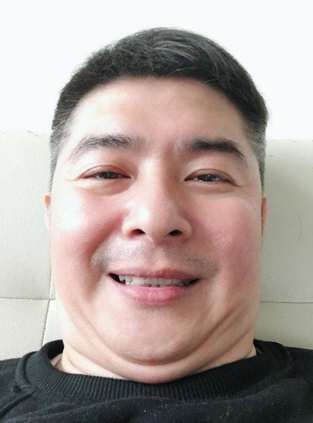 本土一哥陳建隆爆肥16公斤,如今長這樣。 圖/擷自臉書