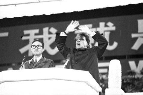 1975年10月,葛理翰再次來台,並於台北市立體育場(現在小巨蛋旁的台北田徑場)...