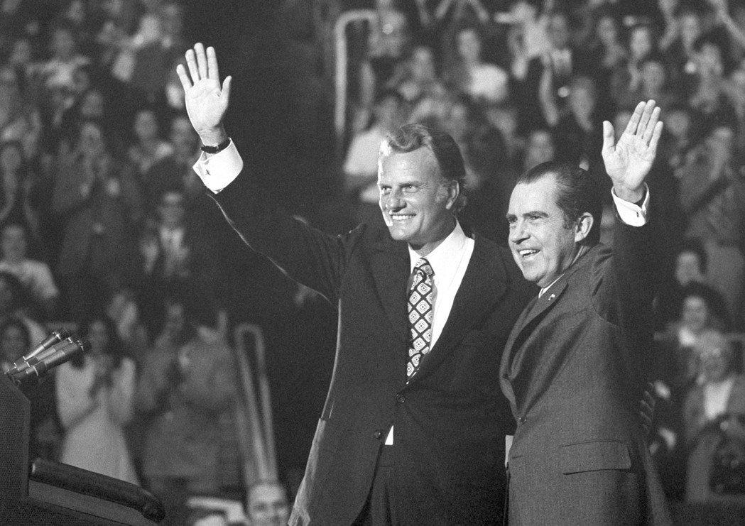 1960年總統大選時,葛理翰更基於自己的政治理念,兼與尼克森的個人交情,以甘迺迪...