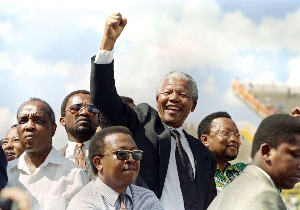 ANC自1994年起,在國會選舉裡的得票率始終沒有少於六成,穩定過半的席次,讓任...