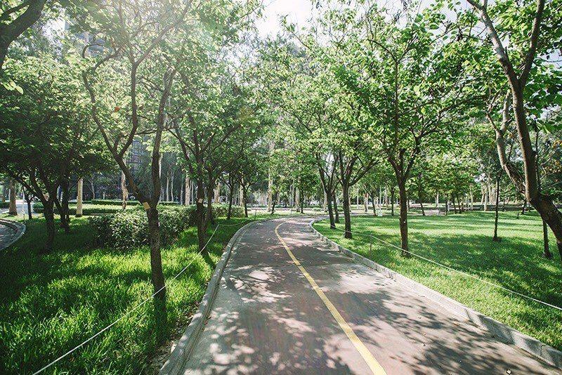 文心森林公園特區占地2.7萬坪,視野遼闊,猶如台北大安森林公園,成為豪宅客首選入...