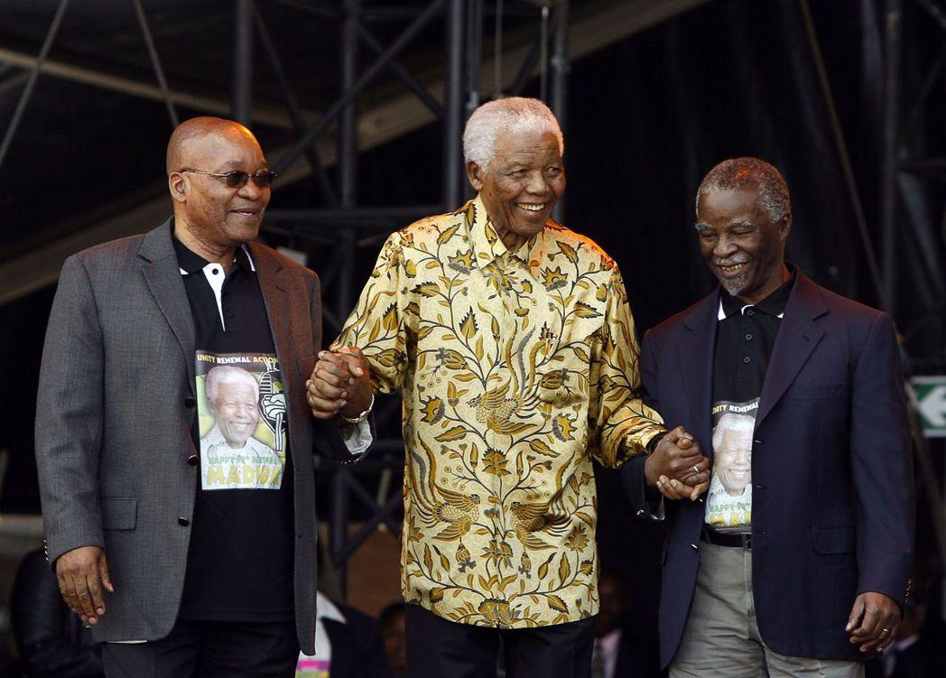 祖瑪(左)、曼德拉(中)、姆貝基(右)三人於2008年難得同台,慶祝曼德拉90歲...