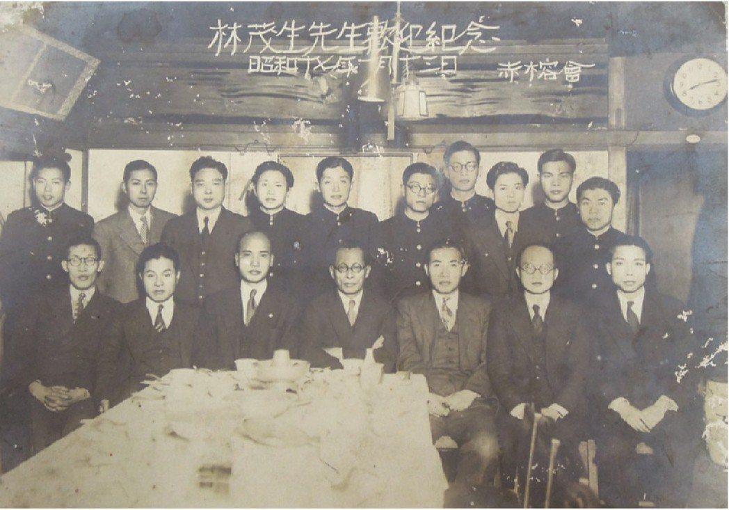 1942年,林茂生(前排中坐者)到東京帝大探望林宗義(後排左五),受到臺灣校友會(赤榕會)的熱烈歡迎。 圖/國立臺灣歷史博物館、王克紹提供