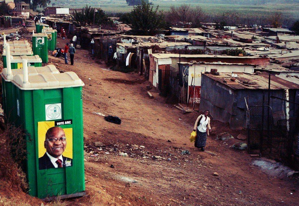 南非人民曾對祖瑪寄予厚望,然而祖瑪上台後卻是貪污風暴不斷、經濟嚴重衰退。 圖/路...