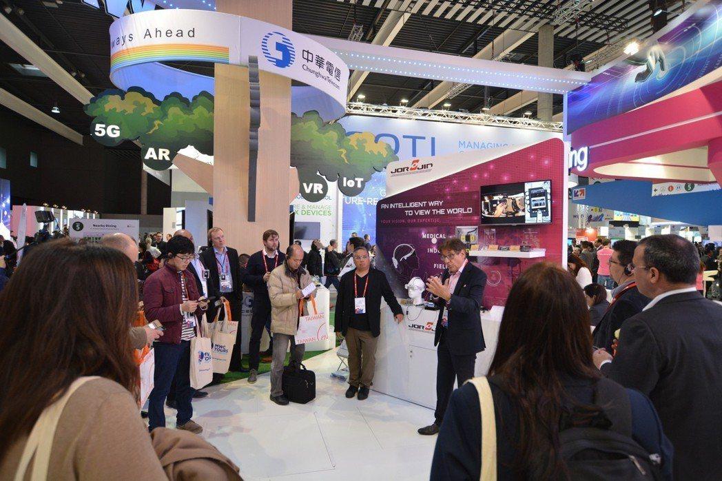 透過MWC台灣館的現場演示,佐臻的整合力被國際看見,也為迎向智慧穿戴市場做好準備...