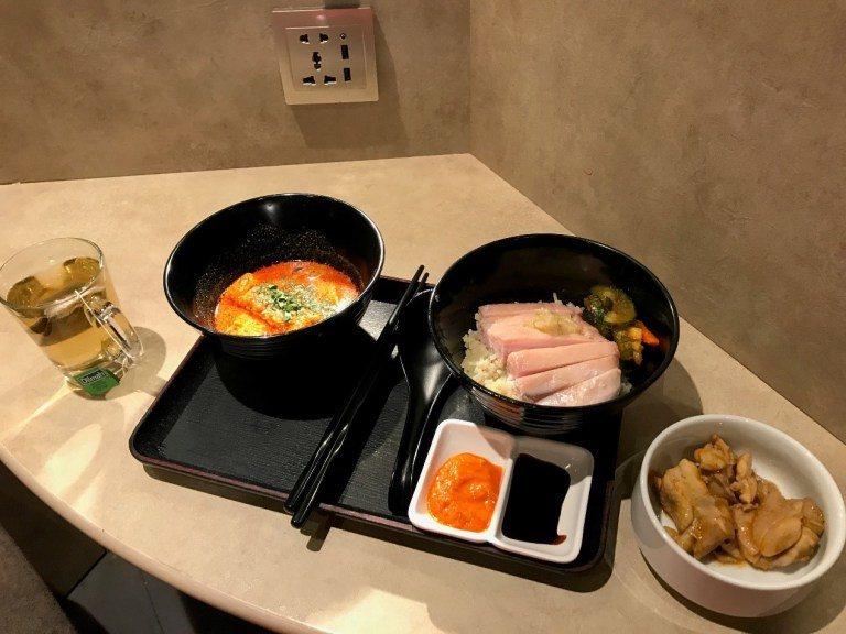 看起來好好吃的叻沙與海南雞飯。圖文來自於:TripPlus