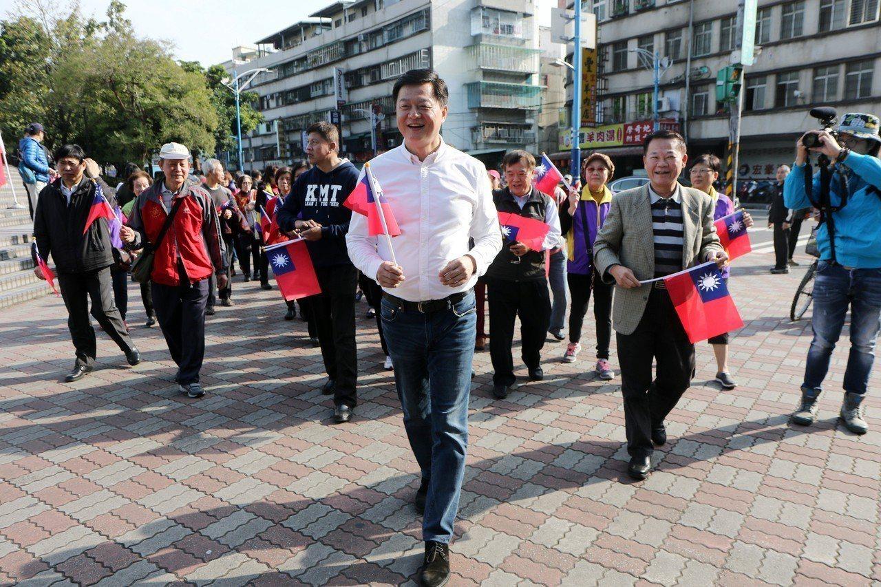 前台北縣長周錫瑋指出,要代表國民黨必須要堅信國民黨建黨理念、中華民國國旗、國號,...