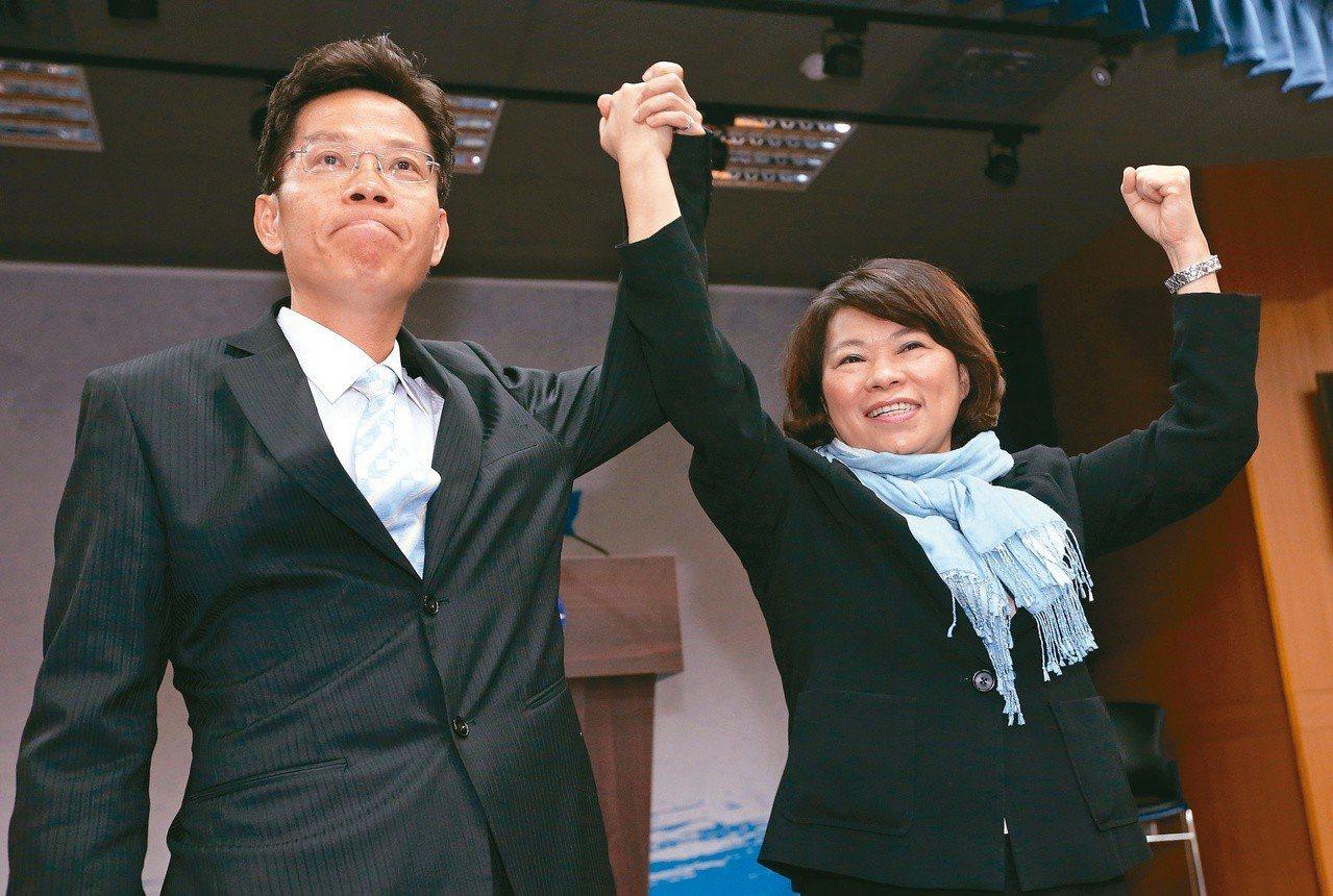 國民黨嘉市長初選民調,由前市長黃敏惠(右)勝出。記者胡經周/攝影