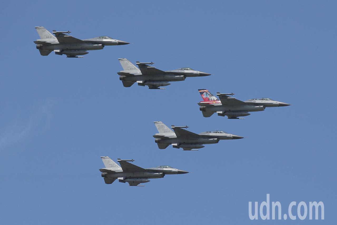 台灣燈會在嘉義縣治特區,元宵節主燈點燈,空軍嘉義基地下午將派5架F-16戰機衝場...