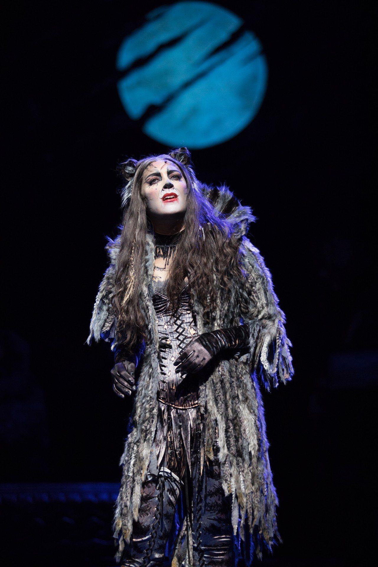 蘿拉艾密特在「貓」劇挑戰名曲「Memory」。圖/寬宏提供