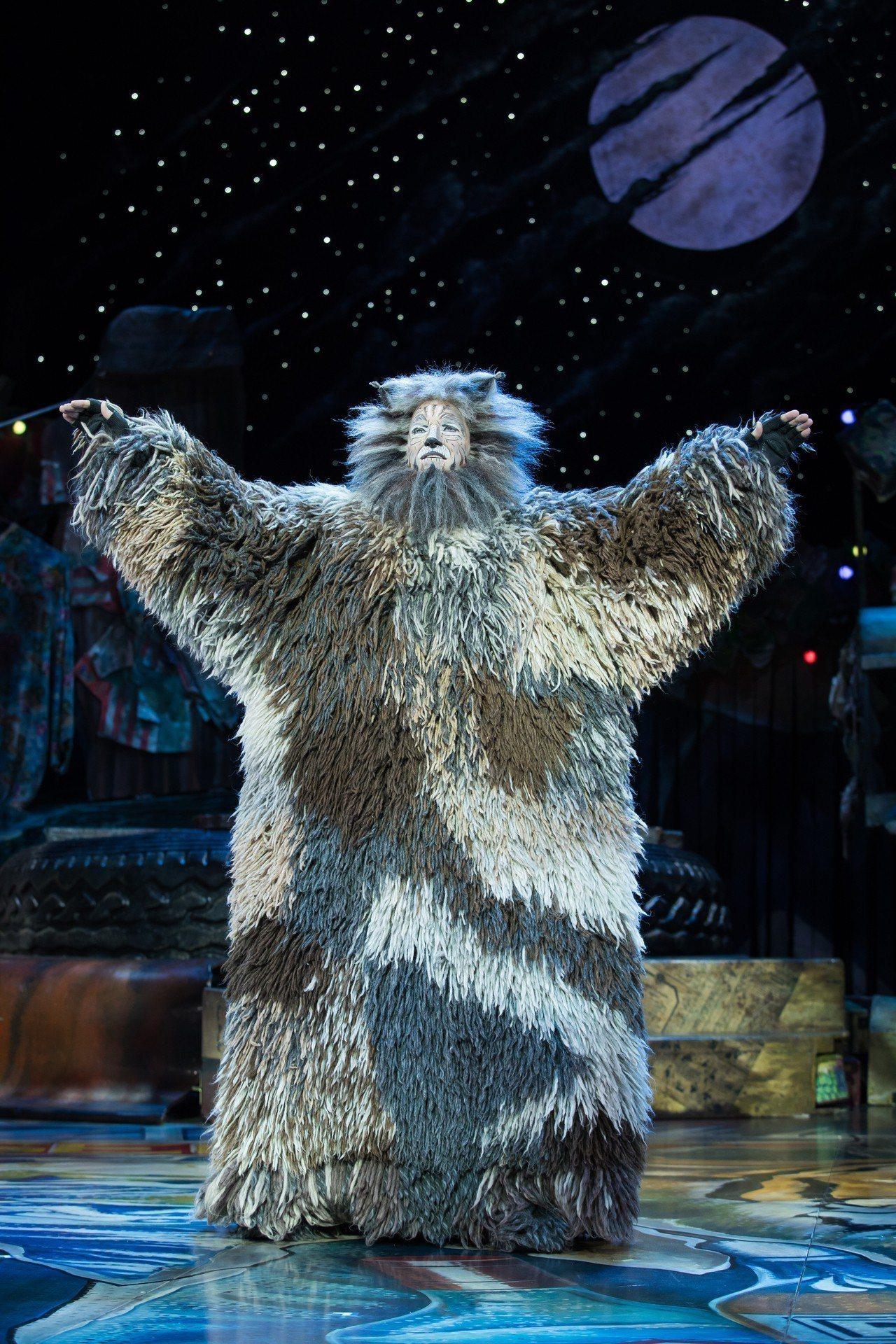 布萊德托利在「貓」劇演出老戒律伯。圖/寬宏提供