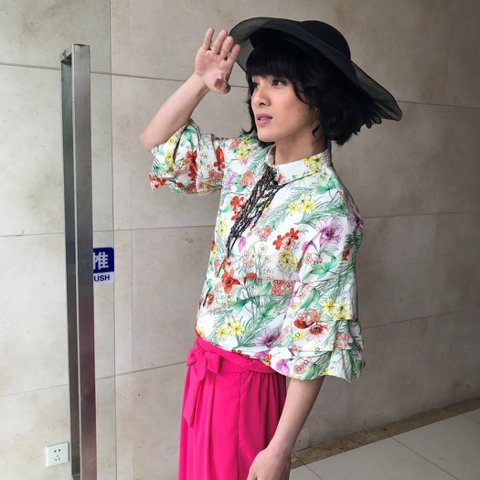 SpeXial風田與偉晉分別在「終極一班5」中都有扮女裝,不過心情卻大不同,偉晉是嫌自己太醜,直呼「斷桃花」;風田卻是樂在其中,更「傲嬌」表示,自己對女裝要求很高,不美不扮,這次穿上絲襪、桃紅色洋裝...