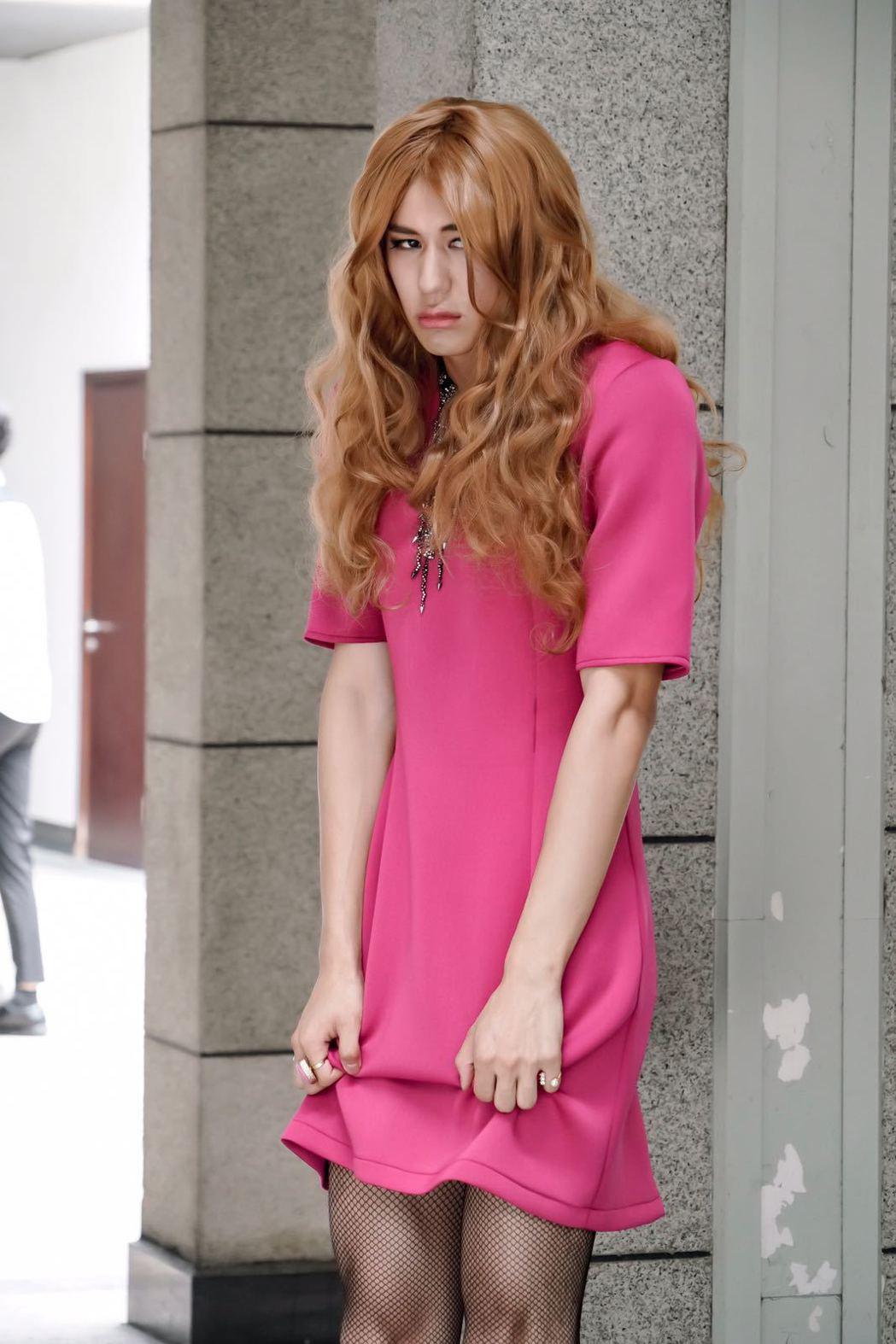 風田女裝模樣妖豔。圖/可米傳媒提供
