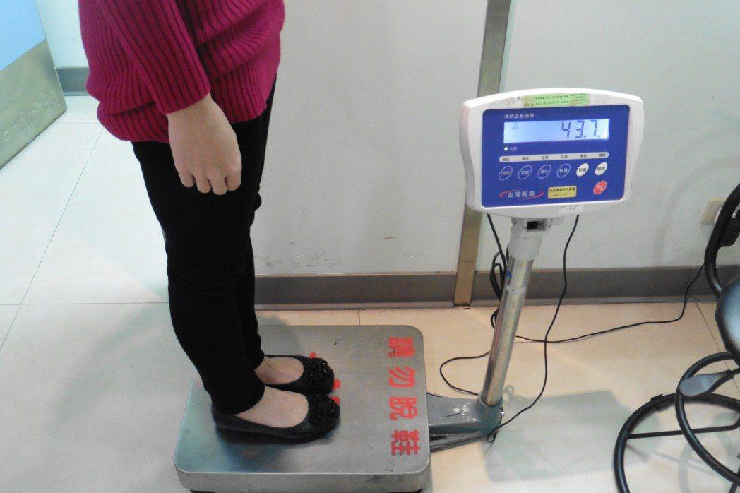 專家建議,健康增重必須有恆心、耐力,每日紀錄體重變化。 記者黃安琪/攝影