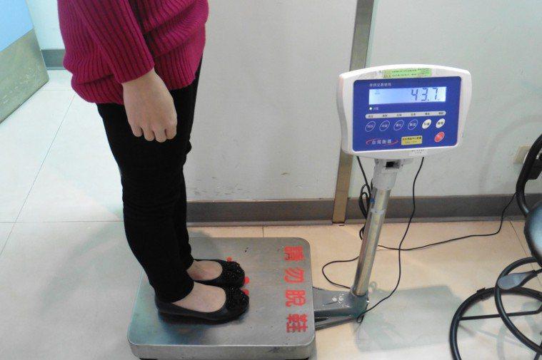 中高年族群如果發現體重在半年內急遽下降五到十公斤,通常即是身體機能異常的徵兆。 ...