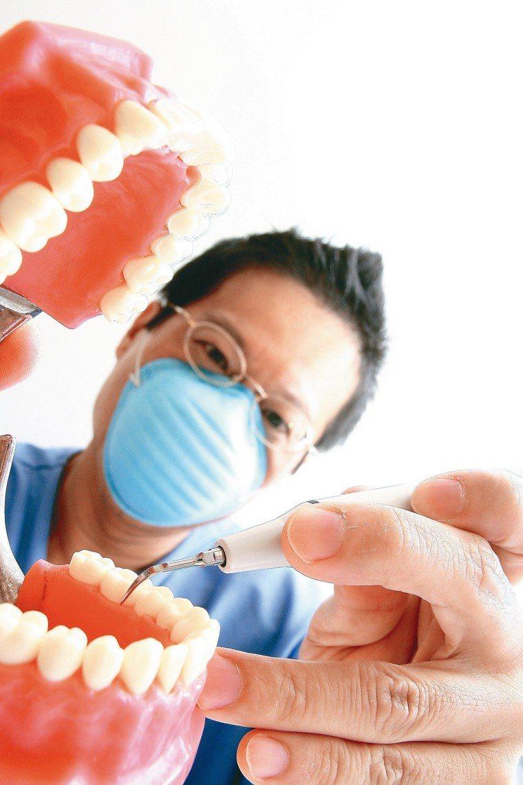 多項研究指出,睡眠呼吸中止症與牙周病間可能存在雙向影響。 圖/聯合報系資料照片