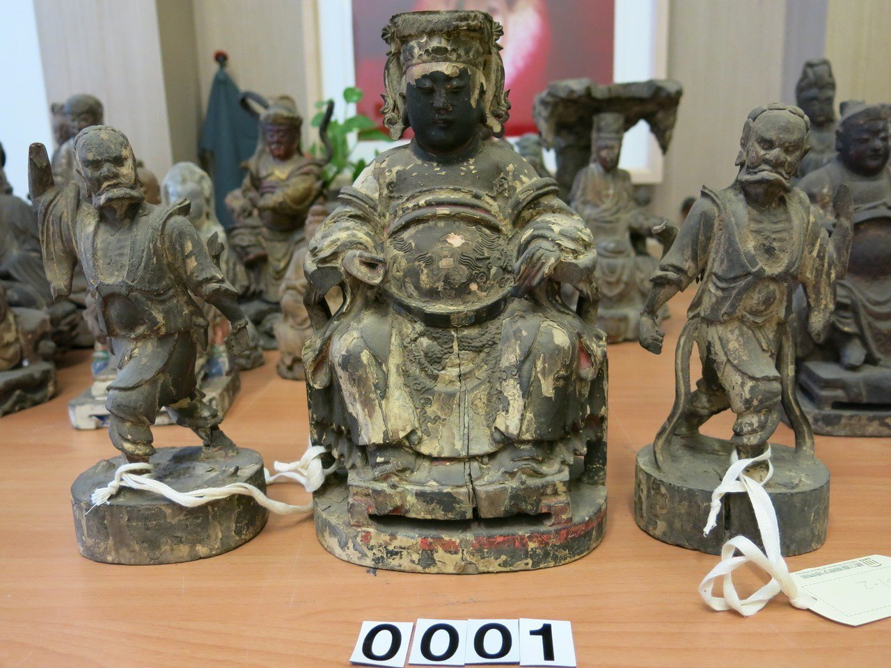 這組媽祖、千里眼、順風耳像,是難得的臺灣早期神像,即使構件略不完整,亦未減損它的...