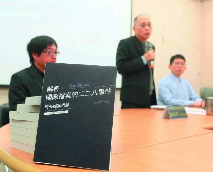 海外有許多台灣史料,除了國史館發行新書,許多鄉民自行前往美國挖寶。 攝影/柯承惠